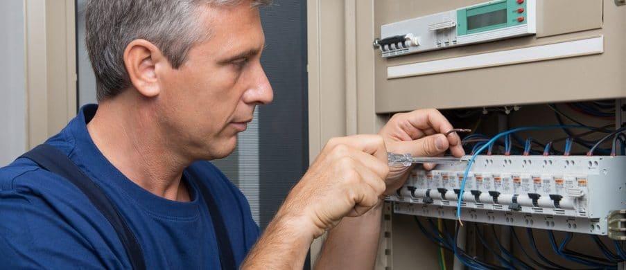 Работы по электрике для квартиры, даче и офиса