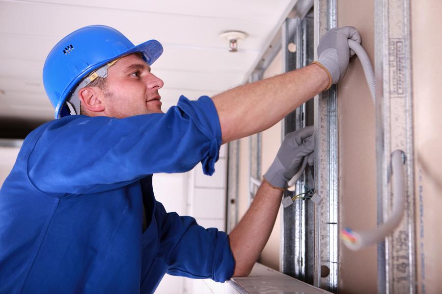 Полная замена электропроводки профессиональным электриком